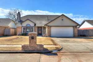 1216%20northeast%2024th%20street,%20moore,%20oklahoma%2073160 2