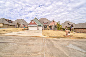12701%20forest%20ridge%20drive,%20choctaw,%20oklahoma%2073020 1